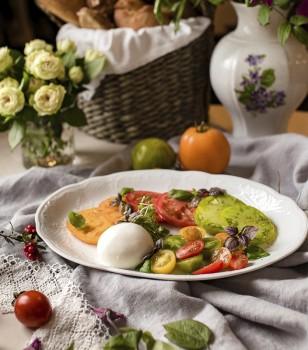 Siers Burrata ar tomātiem