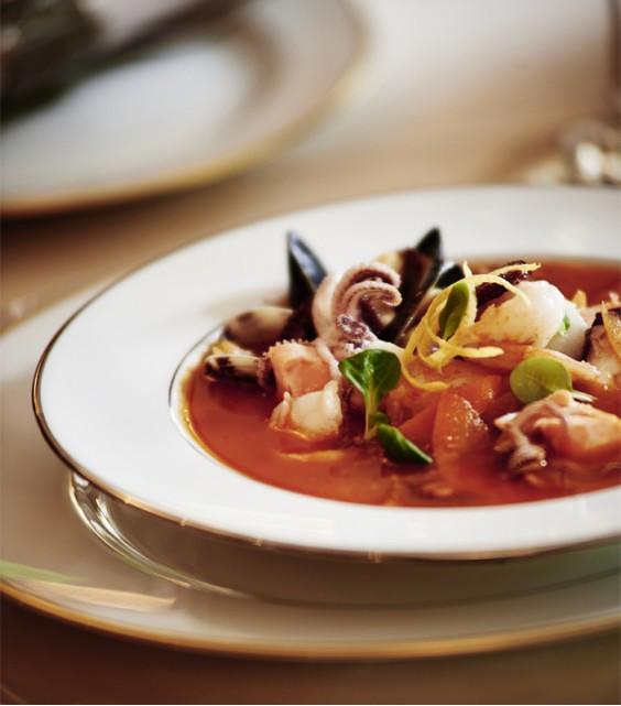 Суп из даров моря и рыбы