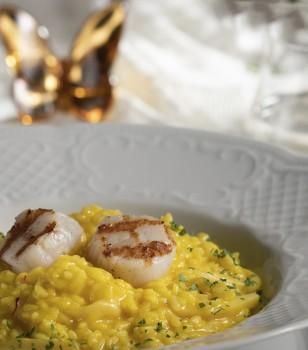 Risotto с морскими гребешками, кальмарами и шафраном