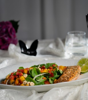Scottish salmon fillet cooked in hemp seeds with lettuce, tomato and fennel salad